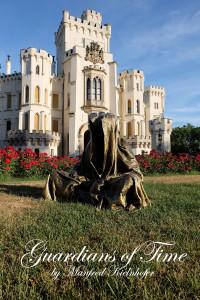hluboka-castle--czech-republic-guardians-of-time-manfred-kili-kielnhofer-contemporary-fine-art-sculpture-statue-arts-design-modern-photography-artfund-artshow-pro-6683y