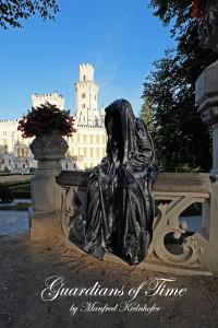 hluboka-castle--czech-republic-guardians-of-time-manfred-kili-kielnhofer-contemporary-fine-art-sculpture-statue-arts-design-modern-photography-artfund-artshow-pro-6768y